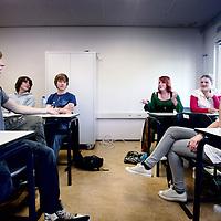 Nederland, Almere , 10 mei 2010..Jongeren uit de eindexamenklas van lyceum de Meergronden aan het woord omtrent hun seksuele ervaringen..Foto:Jean-Pierre Jans