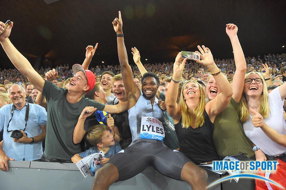 Noah Lyles (USA) poses with fans after winning the 100m in 9.98 in the IAAF Diamond League final during the Weltkasse Zurich at Letzigrund Stadium, Thursday, Aug. 29, 2019, in Zurich, Switzerland. (Jiro Mochizuki/Image of Sport)