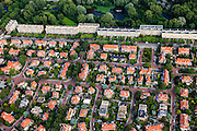 Nederland, Zuid-Holland, Den Haag, 15-07-2012; Sportlaan met flats uit de wederopbouw periode, onder in beeld de Vogelwijk. Aan weerszijden van de Sportlaan de 'Atlantikwall strook'. In dit gebied is tijdens de Tweede Wereldoorlog de bevolking geëvacueerd en de bebouwing ontruimd en/of gesloopt ivm aanleg tankgracht. .On both sides of the Sportlaan the Atlantic Wall strip. During the Second World War, the population of this area was evacuated and some of the buildings were demolished in order to build a antitank ditch. Post-war reconstruction appartment buildings...QQQ.luchtfoto (toeslag), aerial photo (additional fee required).foto/photo Siebe Swart