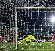 Aberdeen&rsquo;s Kenny McLean scores the third - Dundee v Aberdeen in the Ladbrokes Scottish Premiership at Dens Park, Dundee. Photo: David Young<br /> <br />  - &copy; David Young - www.davidyoungphoto.co.uk - email: davidyoungphoto@gmail.com