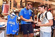 DESCRIZIONE : Nazionale Maschile Visita al Gazzetta Store <br /> GIOCATORE : Marco Belinelli<br /> CATEGORIA : nazionale maschile senior <br /> SQUADRA : Nazionale Maschile <br /> EVENTO : Visita Gazzetta Store <br /> GARA : Media Day Nazionale Maschile <br /> DATA : 20/07/2015 <br /> SPORT : Pallacanestro <br /> AUTORE : Agenzia Ciamillo-Castoria