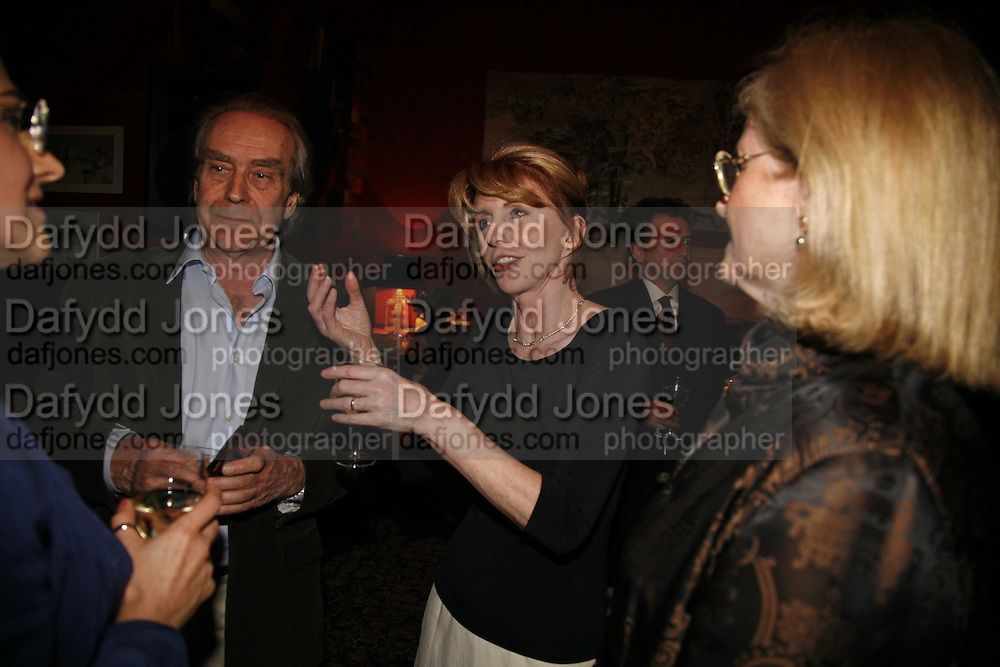 GERALD SCARFE AND JANE ASHER, Sir Peter Blake and Poppy De Villeneuve host a party with University of the Arts London at the Arts Club, Dover Street, London. 20 APRIL 2006<br />