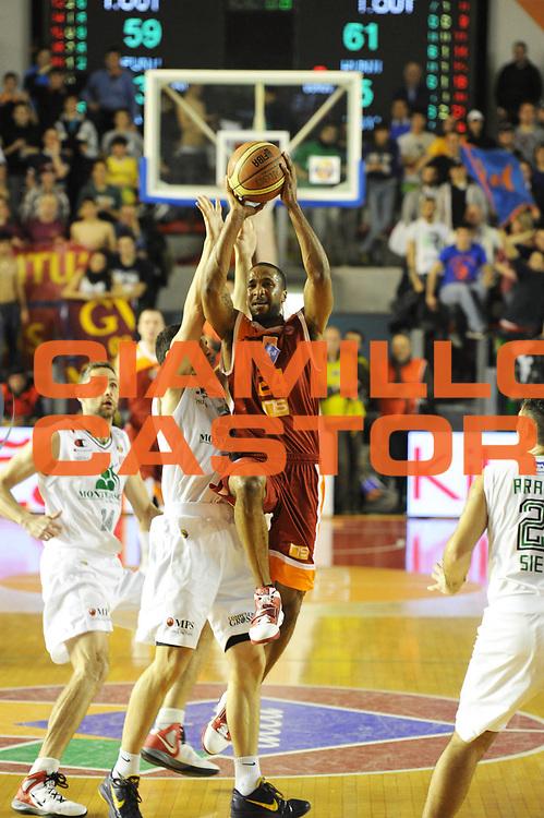 DESCRIZIONE : Roma Campionato Lega A 2011-12 Acea Virtus Roma Montepaschi Siena <br /> GIOCATORE : clay tucker<br /> CATEGORIA :  tiro ultimo tiro<br /> SQUADRA :  Acea Roma Montepaschi Siena<br /> EVENTO : Campionato Lega A 2011-2012<br /> GARA :  Acea Roma Montepaschi Siena<br /> DATA : 26/02/2012<br /> SPORT : Pallacanestro<br /> AUTORE : Agenzia Ciamillo-Castoria/GiulioCiamillo<br /> Galleria : Lega Basket A 2011-2012 <br /> Fotonotizia :  Roma Lega A 2011-12 Acea Roma Montepaschi Siena<br /> Predefinita :