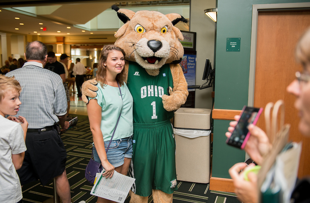 Rufus poses with incoming freshmen during their Bobcat Student Orientation check-in session.  July 24, 2013. Photo by Elizabeth Held