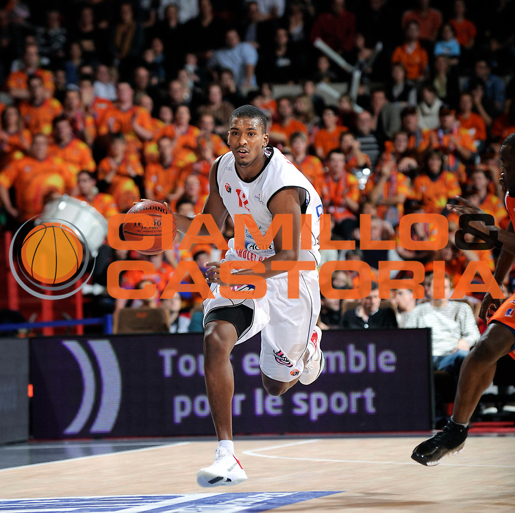 DESCRIZIONE : Championnat de France Basket Ligue Pro A  au Mans<br /> GIOCATORE : Christophe Leonard<br /> SQUADRA : Cholet<br /> EVENTO : Ligue Pro A  2010-2011<br /> GARA : Le Mans Cholet<br /> DATA : 13/11/2010<br /> CATEGORIA : Basketbal France Ligue Pro A<br /> SPORT : Basketball<br /> AUTORE : JF Molliere/Herve Petitbon par Agenzia Ciamillo-Castoria <br /> Galleria : France Basket 2010-2011 Action<br /> Fotonotizia : Championnat de France Basket Ligue Pro A au Mans<br /> Predefinita :