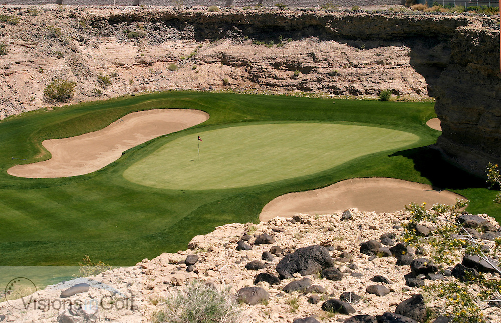 Built in a &quot;canyon&quot;  at the end of 417yds the 7th green of the Rio Secco GC nestles below homes selling in excess of $2m <br /> This is the home course to BUTCH HARMON - ex coach to Tiger Woods and Greg Norman<br /> Las vegas, NV, USA<br /> Photo Credit: Charles Briscoe-Knight / visionsIngolf.com