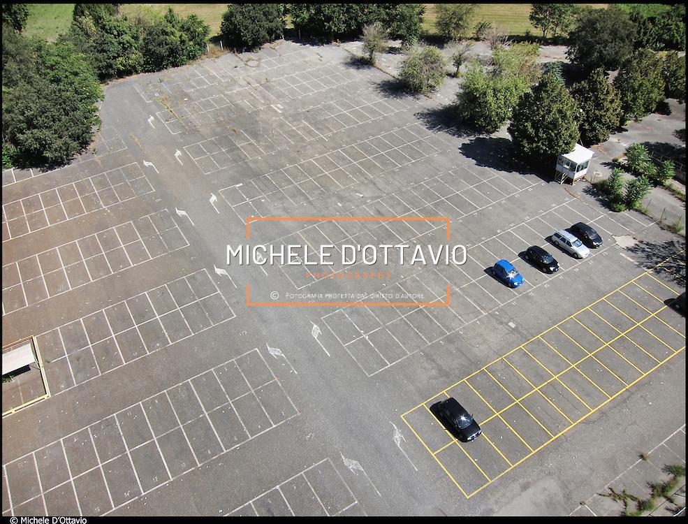il parcheggio vuoto dellL'ex stabilimento Bertone di Grugliasco (TO), il sito scelto da Fiat per la produzione delle future Maserati.