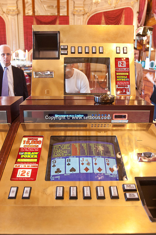 = slot machine cleaning and repair  in the casino of monte carlo,  Monaco  Monaco   /// entretien et reparation des machines a sous dans le Casino de monte carlo Monaco  L0055506