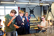 LEIDEN - King Willem-Alexander opens Tuesday, December 6 in Leiden, the new wing of the Leiden instrument makers School.De Leiden prosthetists School (LIS) is a secondary vocational school for precision engineering and is celebrating 115 years. The graduate Research Instrument Makers work including in the aerospace, high-tech industry, the medical sector and the university onderzoekswereld.COPYRIGHT ROBIN UTRECHT <br /> <br /> LEIDEN - Koning Willem-Alexander opent dinsdag 6 december in Leiden de nieuwe vleugel van de Leidse instrumentmakers School.De Leidse instrumentmakers School (LiS) is een mbo-vakschool voor precisietechniek en bestaat dit jaar 115 jaar. De afgestudeerde Research Instrumentmakers werken onder andere in de lucht- en ruimtevaart, de hightechindustrie, de medische sector en de universitaire onderzoekswereld.COPYRIGHT ROBIN UTRECHT