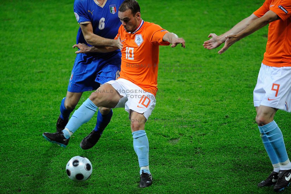 09-06-2008 VOETBAL: EURO 2008 NEDERLAND - ITALIE: BERN<br /> Nederland wint met een overtuigende 3-0 van Wereldkampioen Italie / Wesley Sneijder<br /> &copy;2008-WWW.FOTOHOOGENDOORN.NL