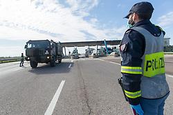 IL SALUTO DELLA POLIZIA STRADALE<br /> ARRIVO SALME DA BERGAMO DESTINATE ALLA CREMAZIONE<br /> EMERGENZA CORONAVIRUS