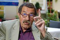 22 AUG 2005, BERLIN/GERMANY:<br /> Guenter Grass, Autor und Literaturnobelpreistraeger, waehrend einem Interview, Hotel Albrechtshof<br /> Guenter Grass, Author and Nobel price winner, during an interview<br /> IMAGE: 20050822-02-031<br /> KEYWORDS: Günter Grass, Schriftsteller, writer