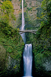 Multnomah Falls, Columbia River Gorge National Scenic Area, Oregon, US