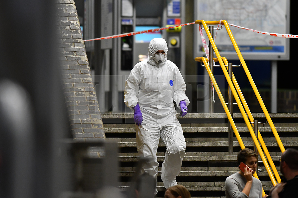© Licensed to London News Pictures. 10/07/2020.  London UK: Met Detectives launch a murder investigation in East London, after 2 teenagers were found with stab injuries. One teenager was rushed to hospital but the other could not be saved and was pronounced dead at the scene in Alexia Square in Tower Hamlets , Photo credit: Steve Poston/LNP