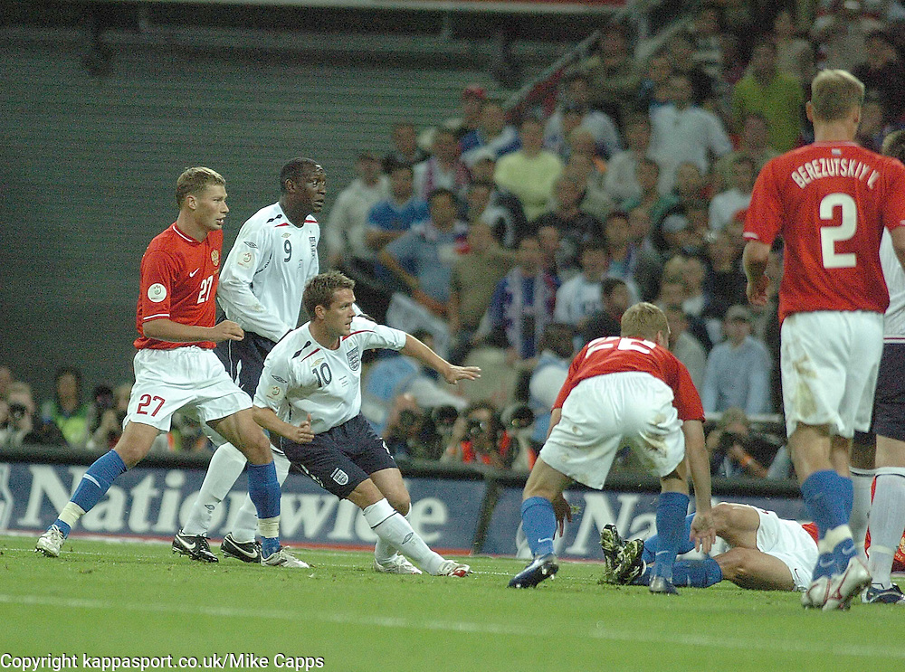 MICHAEL OWEN Fires in Englands 1st Goal against Russia, England-Russia, UEFA Euro 2008 Qualifier, Wembley 12/9/07