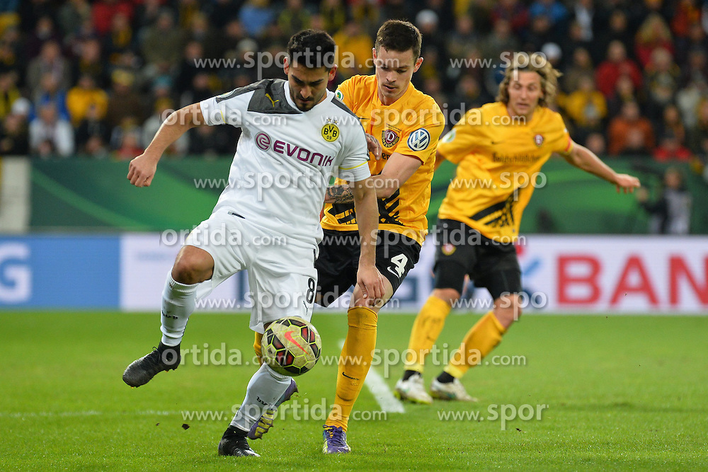03.03.2015, Stadion Dresden, Dresden, GER, DFB Pokal, SG Dynamo Dresden vs Borussia Dortmund, Achtelfinale, im Bild Ilkay Guendogan (Borussia Dortmund) vorn, Dennis Erdmann (Dynamo Dresden) re. // during German DFB Pokal last sixteen match between SG Dynamo Dresden and Borussia Dortmund at the Stadion Dresden in Dresden, Germany on 2015/03/03. EXPA Pictures &copy; 2015, PhotoCredit: EXPA/ Eibner-Pressefoto/ Harzer<br /> <br /> *****ATTENTION - OUT of GER*****