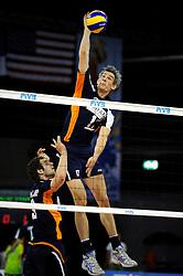 08-07-2010 VOLLEYBAL: WLV NEDERLAND - ZUID KOREA: EINDHOVEN<br /> Nederland verslaat Zuid Korea met 3-0 / Rob Bontje en Yannick van Harskamp<br /> ©2010-WWW.FOTOHOOGENDOORN.NL