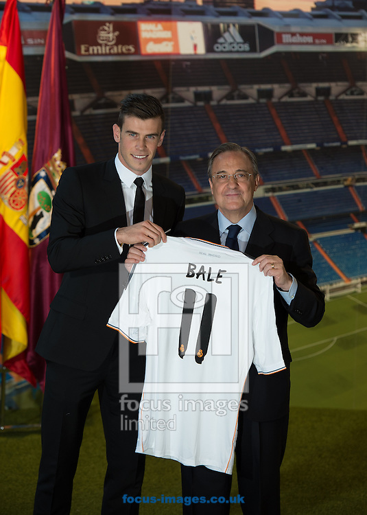 Picture by Sam Wordley/Focus Images Ltd +34 605 350 422<br /> 02/09/2013<br /> New signing Gareth Bale and Real Madrid president Florentino P&eacute;rez as Bale presented at the Estadio Santiago Bernabeu, Madrid.