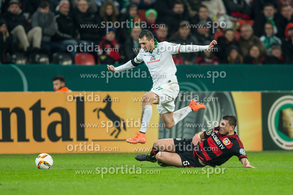 09.02.2016, BayArena, Leverkusen, GER, DFB Pokal, Bayer 04 Leverkusen vs SV Werder Bremen, Viertelfinale, im Bild Levin Oeztunali (SV Werder Bremen #11) enteilt Kyriakos Papadopoulos (Bayer 04 Leverkusen #5) vor dem Tor zum 3:1 // during German DFB Pokal quaterfinal match between Bayer 04 Leverkusen and SV Werder Bremen at the BayArena in Leverkusen, Germany on 2016/02/09. EXPA Pictures &copy; 2016, PhotoCredit: EXPA/ Eibner-Pressefoto/ Sch&uuml;ler<br /> <br /> *****ATTENTION - OUT of GER*****