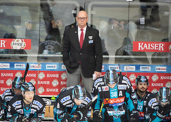 20.01.2019, Keine Sorgen Eisarena, Linz, AUT, EBEL, EHC Liwest Black Wings Linz vs EC VSV, 40. Runde, im Bild v.l. Head-Coach Tom Rowe (EHC Liwest Black Wings Linz) // during the Erste Bank Eishockey League 40th round match between EHC Liwest Black Wings Linz and EC VSV at the Keine Sorgen Eisarena in Linz, Austria on 2019/01/20. EXPA Pictures © 2019, PhotoCredit: EXPA/ Reinhard Eisenbauer