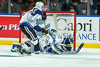 KELOWNA, CANADA - OCTOBER 4: Griffen Outhouse #30 of the Victoria Royals makes a split save against the Kelowna Rockets on October 4, 2017 at Prospera Place in Kelowna, British Columbia, Canada.  (Photo by Marissa Baecker/Shoot the Breeze)  *** Local Caption ***