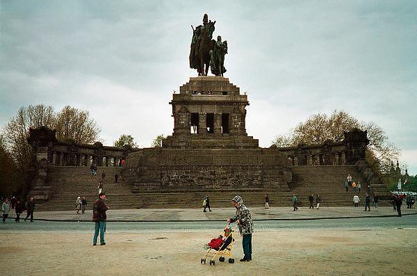 Duitsland, Koblenz, 31-5-2000..Standbeeld van keizer, kaiser Wilhelm der Grose aan de Deutsche Eck, waar Rijn en Moezel bij elkaar komen. Binnenscheepvaart, Toerisme, recreatie, stedentrip..bezienswaardigheid...Foto: Flip Franssen/Hollandse Hoogte