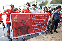 BANGKOK, THAILAND - Monday, July 13, 2015: Thai Liverpool supporters welcome the squad and new captain Jordan Henderson at Bangkok's Suvarnabhumi Airport as the team arrive in Thailand for the start of the club's preseason tour. (Pic by David Rawcliffe/Propaganda)