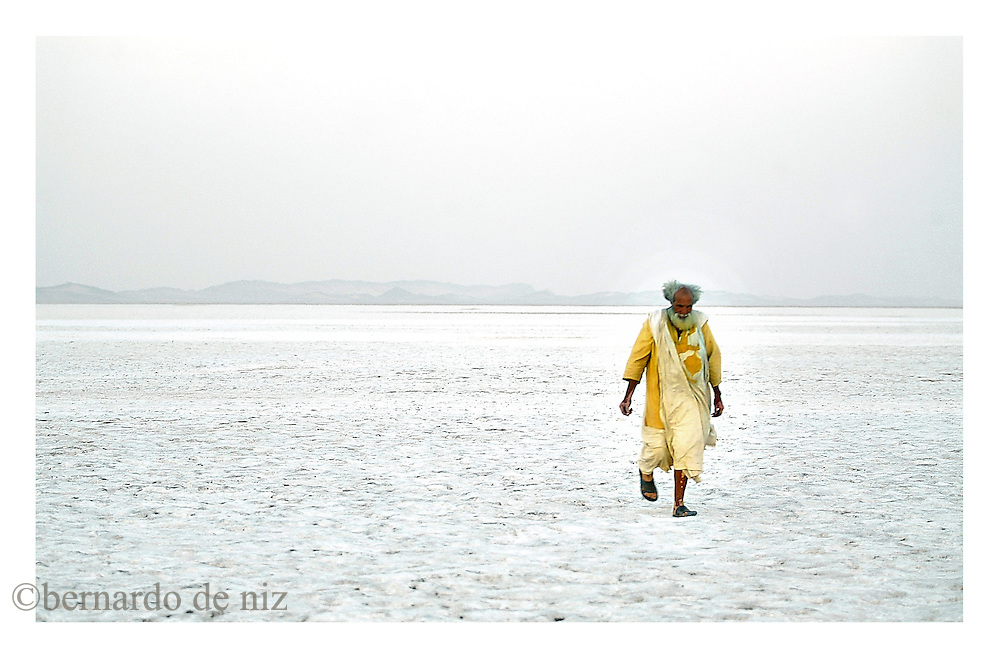 Belga Mohamed Brahim, an old beduin walks on a sea of salt in the border between Mauritania and The Sahrawi Arab Democratic Republic´s liberated territories. on January 2005. Photo by Bernardo De Niz