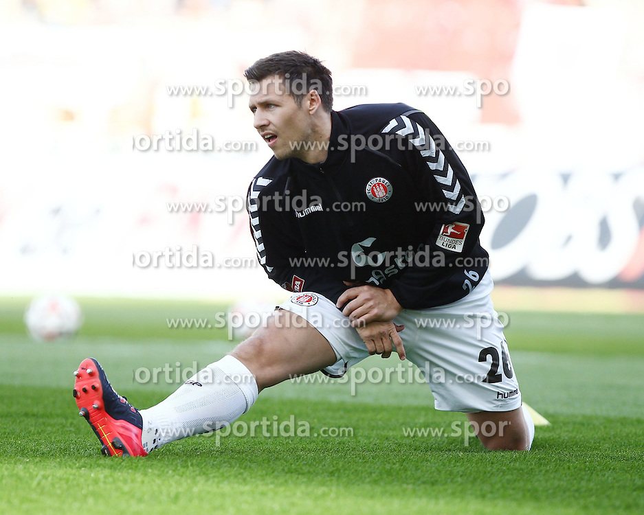 10.04.2015, Wildparkstadion, Karlsruhe, GER, 2. FBL, Karlsruher SC vs FC St. Pauli, 28. Runde, im Bild Soeren Gonther (FC St. Pauli) beim Dehnen // during the 2nd German Bundesliga 28th round match between Karlsruher SC and FC St. Pauli at the Wildparkstadion in Karlsruhe, Germany on 2015/04/10. EXPA Pictures &copy; 2015, PhotoCredit: EXPA/ Eibner-Pressefoto/ Bermel<br /> <br /> *****ATTENTION - OUT of GER*****