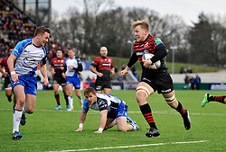 Jackson Wray (Saracens) goes on the attack - Photo mandatory by-line: Patrick Khachfe/JMP - Tel: Mobile: 07966 386802 18/01/2014 - SPORT - RUGBY UNION - Allianz Park, London - Saracens v Connacht Rugby - Heineken Cup.