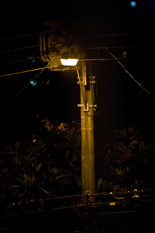 Belo Horizonte_MG, Brasil...Poste na rua do bairro Serra a noite...Electric pole on the street in Serra neighborhood at night. ..Foto: JOAO MARCOS ROSA / NITRO