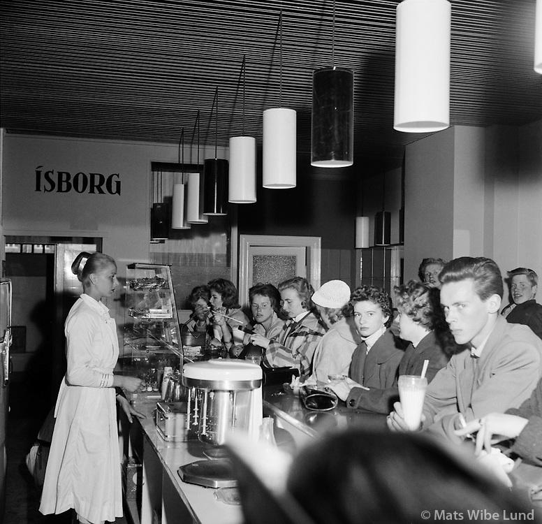 &Iacute;sbarinn &Iacute;sborg &iacute; Austurstr&aelig;ti, 1956<br /> <br /> &Iacute;sborg ice-cream parlour on Austurstr&aelig;ti, Reykjav&iacute;k, 1956