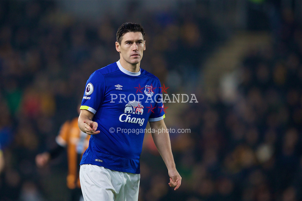 KINGSTON-UPON-HULL, ENGLAND - Friday, December 30, 2016: Everton's Gareth Barry in action against Hull City during the FA Premier League match at the KCOM Stadium. (Pic by David Rawcliffe/Propaganda)