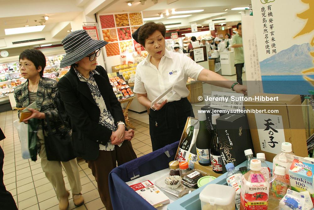 The food hall of Matsuya Ginza department store, Tokyo, Japan, 10.05.2006.
