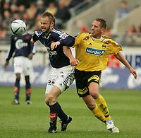 Fotball, Tippeligaen, <br />Viking Stadion, 24/04-2005, Viking - Lillestrøm,<br />Frode Hansen - Magnus Powell,<br />Foto: Sigbjørn Andreas Hofsmo, Digitalsport