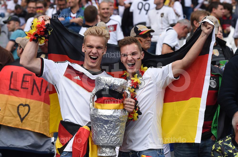 FUSSBALL EURO 2016 GRUPPE C IN PARIS Deutschland - Polen    16.06.2016 Deutsche Fans im Stade de France