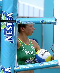 25-08-2006: VOLLEYBAL: NESTEA EUROPEAN CHAMPIONSHIP BEACHVOLLEYBALL: SCHEVENINGEN<br /> Yanchulova, Tzvetelina en Petia (BUL)<br /> &copy;2006-WWW.FOTOHOOGENDOORN.NL