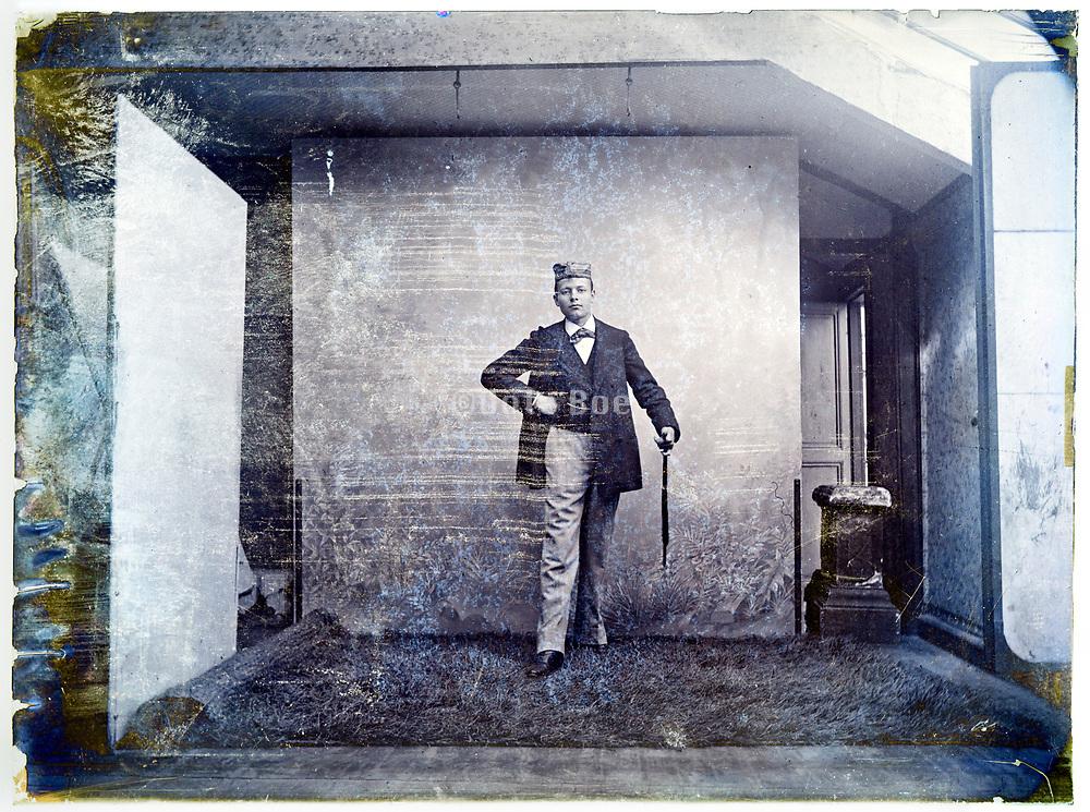 1900s portrait photography natural light indoors studio Paris France