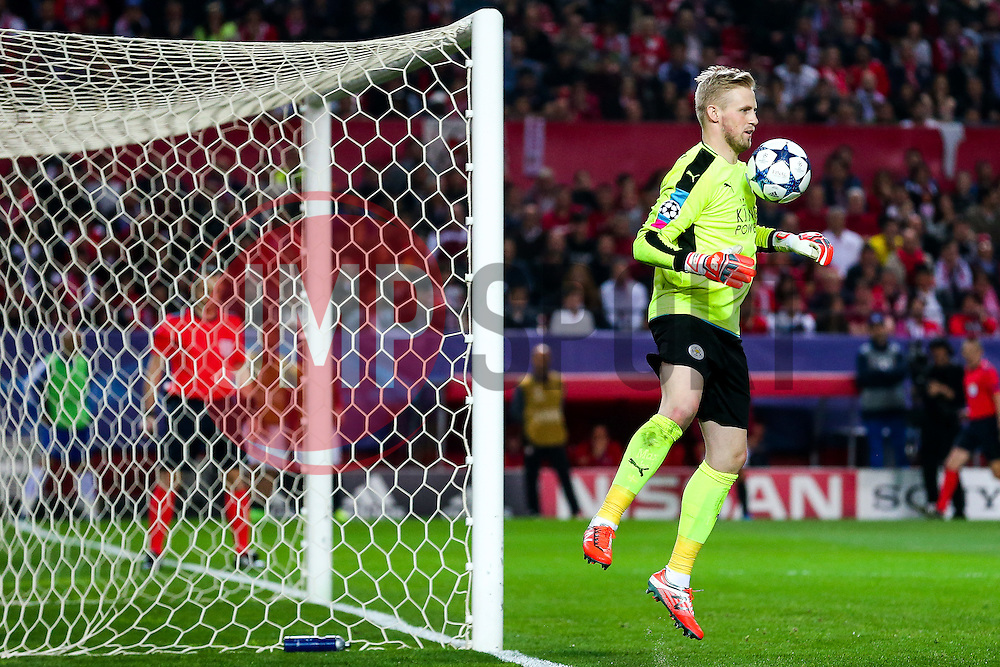 Kasper Schmeichel of Leicester City - Rogan Thomson/JMP - 22/02/2017 - FOOTBALL - Estadio Ramon Sanchez Pizjuan - Seville, Spain - Sevilla FC v Leicester City - UEFA Champions League Round of 16, 1st Leg.