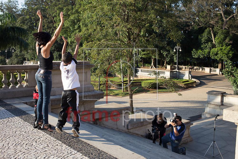 São Paulo/SP - 03/06/2014 - Paulistanos aproveitam a tarde de sol no Parque da Independência (Museu do Ipiranga) no dia com a madrugada mais fria do ano - Foto: Raphael Pascoal/Frame