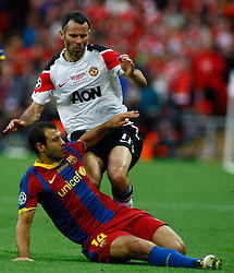 28-05-2011 VOETBAL: CHAMPIONS LEAGUE FINAL FC BARCELONA - MANCHESTER UNITED: LONDON<br /> Javier Mascherano and Manchesters midfielder Ryan Giggs<br /> ***NETHERLANDS ONLY***<br /> ©2011- FotoHoogendoorn.nl/nph/Mitchell Gunn