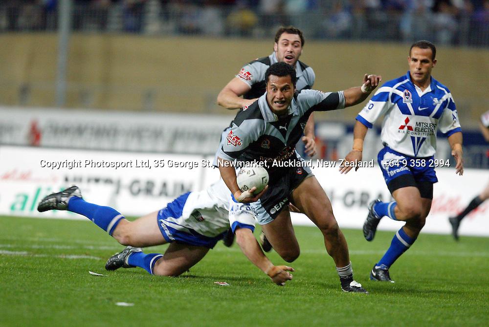 13 September 2003, Rugby League NRL Playoffs, Canterbury Bulldogs v New Zealand Warriors, Sydney Showgrounds, Australia.<br />Francis Meli. Warriors won 48-22.<br />Pic: Sandra Teddy/Photosport