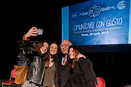 Roma 28 Aprile 2015<br /> Comunicare con Gusto<br /> Quando bontà e fiducia si incontrano<br /> Giovanni Rana, Presidente e fondatore del Pastificio Rana, si fa un selfie con alcuni studenti che hanno partecipata all'incontro, al teatro Vascello.<br /> Rome April 28, 2015<br /> Communicate with Gusto<br /> When goodness and  assurance meet<br /> Giovanni Rana, President and founder of the Pastificio Rana,  selfie with some students who assisted with the meeting, a Vascello theater.
