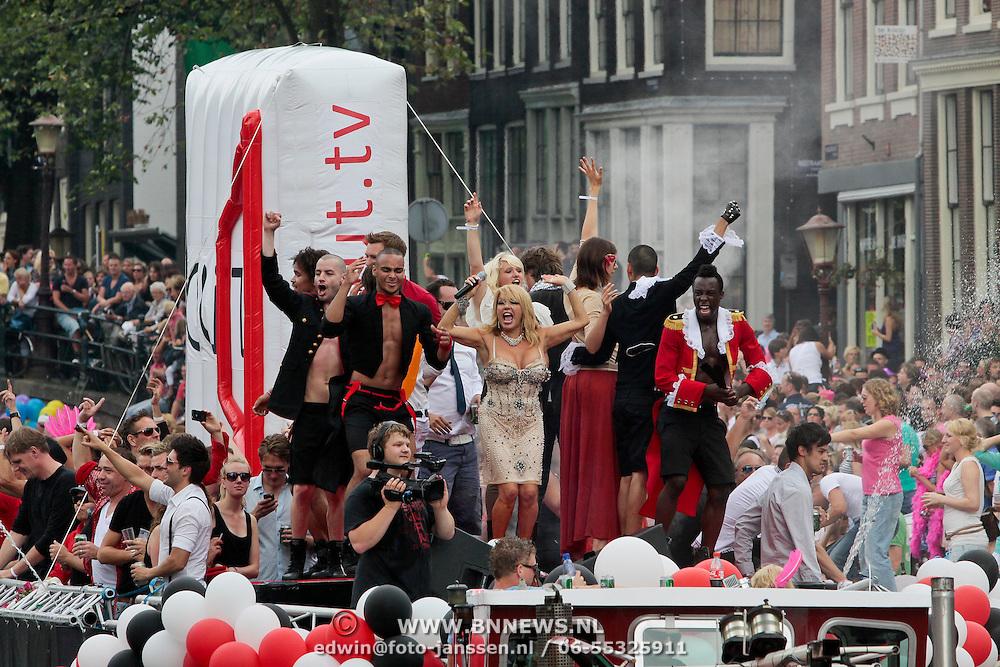 NLD/Amsterdam/20110806 - Canalpride Gaypride 2011, optreden van Patricia Paay