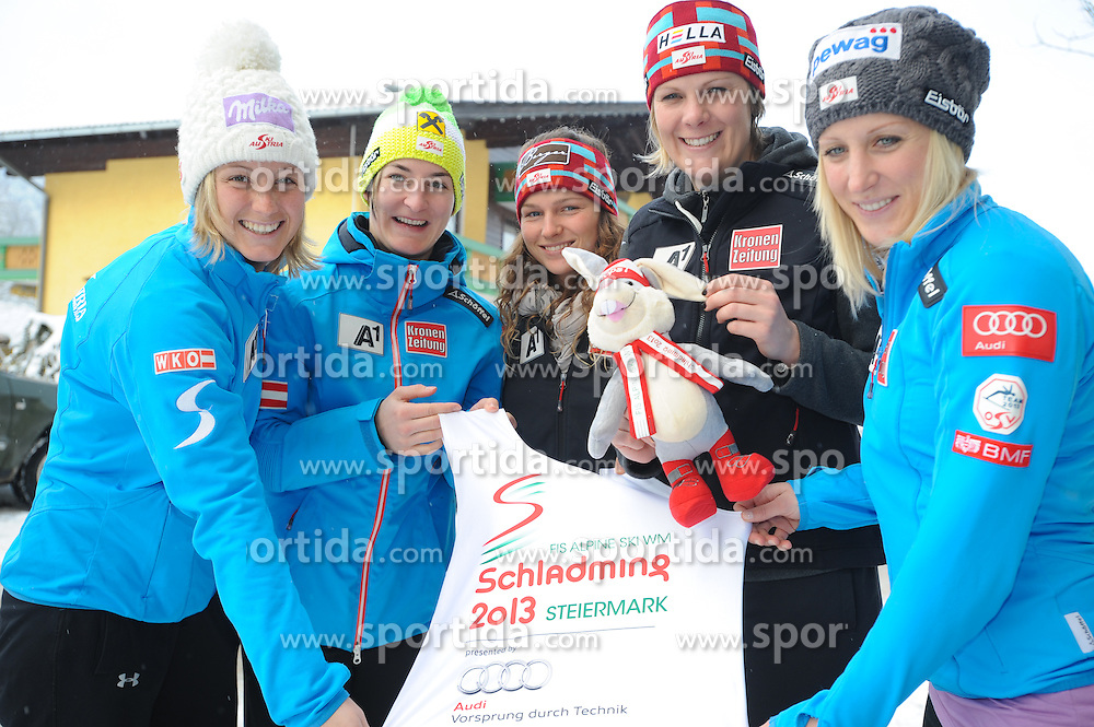 14.01.2013, Hotel Resslwirt, Flachau, AUT, FIS Weltcup Ski Alpin, Presskonferenz, OeSV Slalomteam Damen, im Bild v.l.n.r. Michaela Kirchgasser, Kathrin Zettel, Bernadette Schild, Nicole Hosp, Eva Maria Brem alle (AUT) // f.l.t.r. austrians Michaela Kirchgasser, Kathrin Zettel, Bernadette Schild, Nicole Hosp, Eva Maria Brem during press conference of OeSV ladies slalom Team, of the FIS Ski Alpine World Cup at the Hotel Resselwirt, Flachau, Austria on 2013/01/14. EXPA Pictures © 2013, PhotoCredit: EXPA/ Erich Spiess