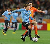 FOOTBALL - FIFA WORLD CUP 2010 - 1/2 FINAL - URUGUAY v NETHERLANDS - 6/07/2010 - DIEGO FORLAN (URU) - MARK VAN BOMMEL (NED)<br /> PHOTO FRANCK FAUGERE / DPPI