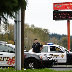 A Snohomish County Sheriffs deputy looks on at the entrance to Marysville-Pilchuck High School as police investigate a campus shooting in Marysville, Washington October 24, 2014. A student fatally shot one classmate and wounded four others when he opened fire in the cafeteria of his Washington state high school on Friday, following a fight with fellow students, authorities said.  REUTERS/Jason Redmond   (UNITED STATES)