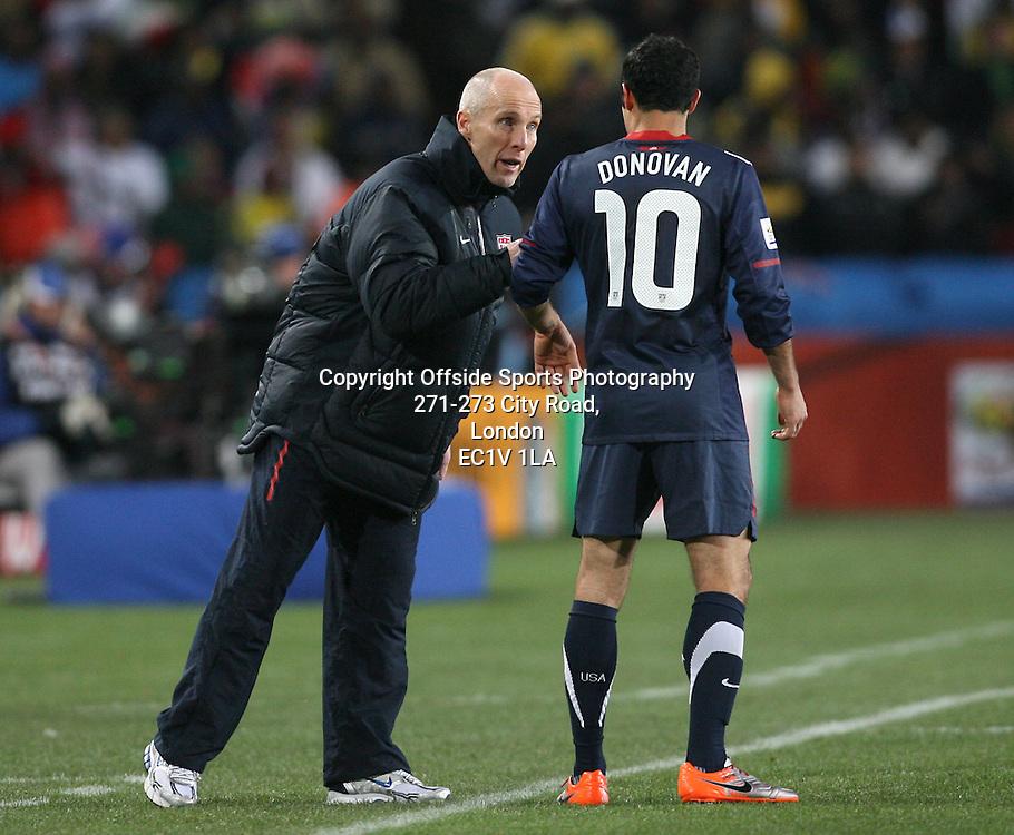 18/06/2010 - 2010 FIFA World Cup - Slovenia vs. USA - USA coach Bob Bradley (L) speaks to Landon Donovan - Photo: Simon Stacpoole / Offside.