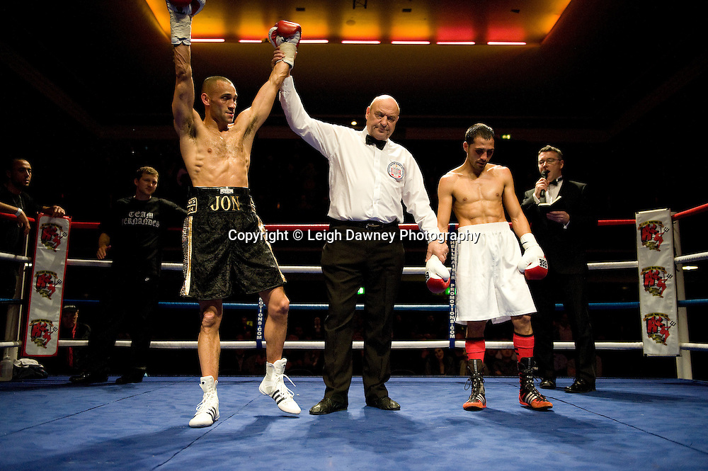 Jon Fernandes defeats Stoyan Serbezov at Watford Colusseum 29 November 2009 Promoter Mickey Helliet, Hellraiser Promotions: Credit: ©Leigh Dawney Photography