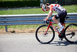 Dani Christmas (GBR) recovers from a mechanical at Stage 3 of 2019 Giro Rosa Iccrea, a 104.7 km road race from Sagliano Micca to Piedicavallo, Italy on July 7, 2019. Photo by Sean Robinson/velofocus.com